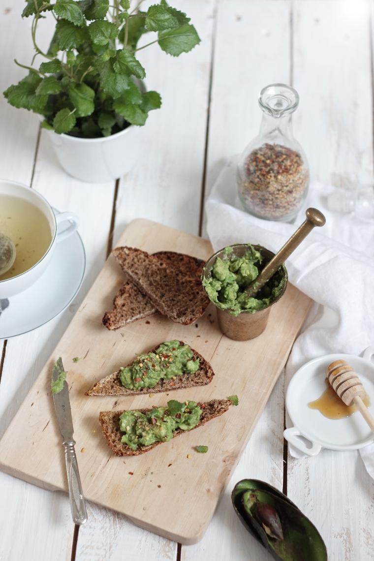 avocado rye toast1