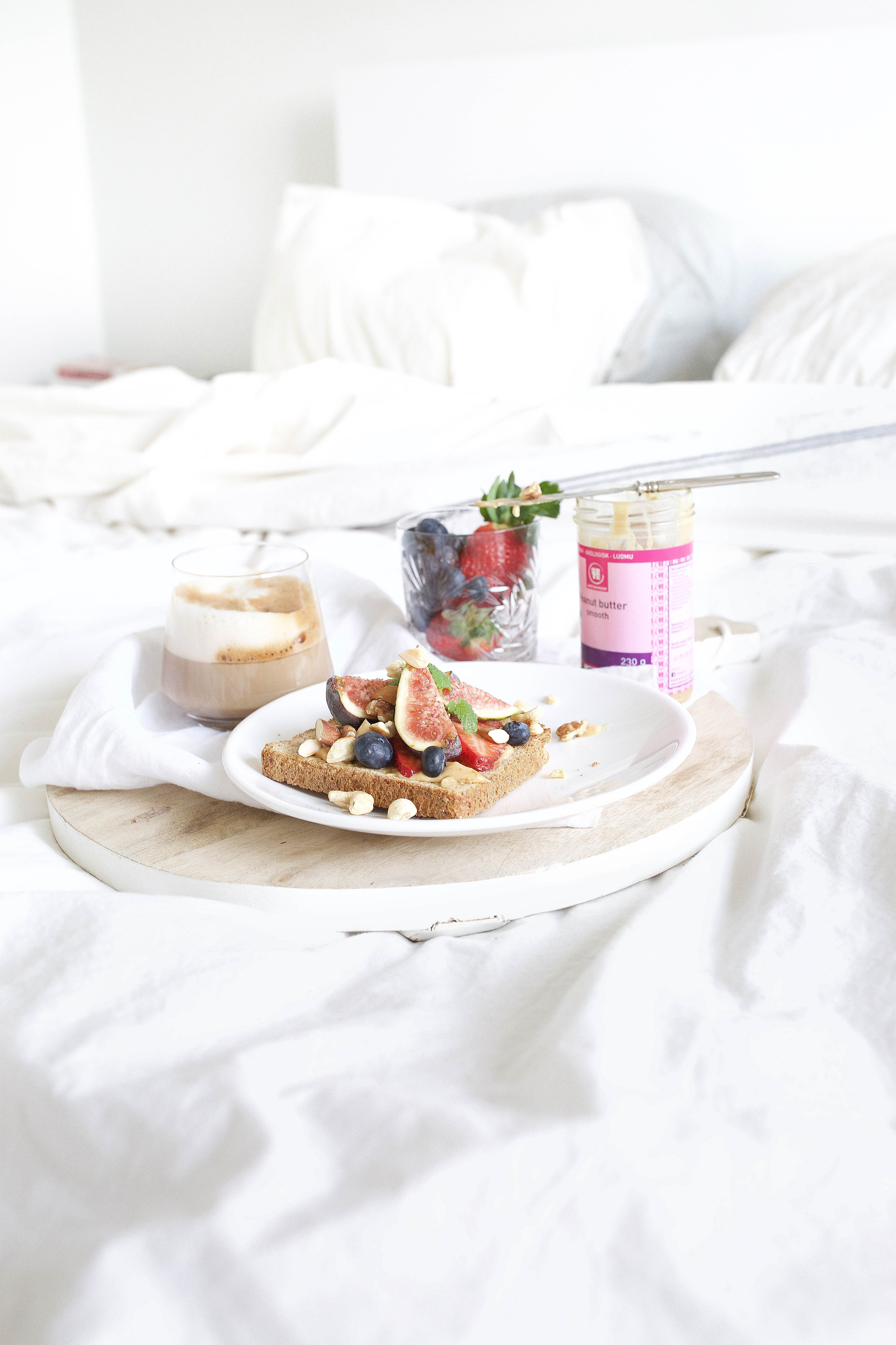 sunday breakfast in bed xo amys. Black Bedroom Furniture Sets. Home Design Ideas